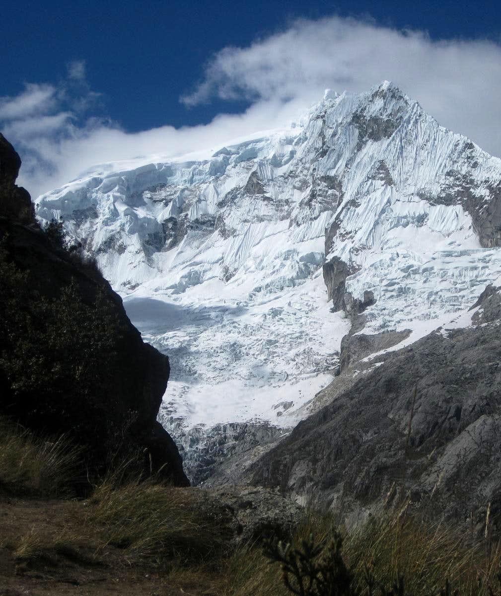 Ranrapalca from the trail to Vallunaraju