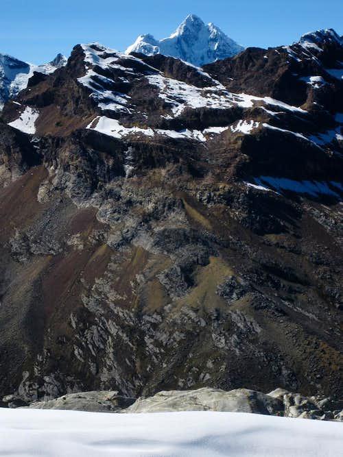 Huantsan (6369m) from the slopes of Vallunaraju
