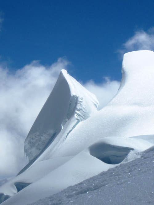 Snow formations on Vallunaraju