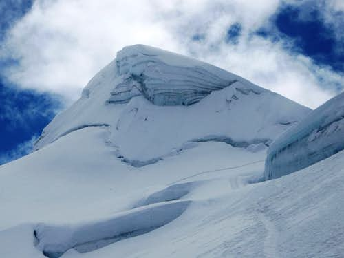 Vallunaraju Norte summit pyramid