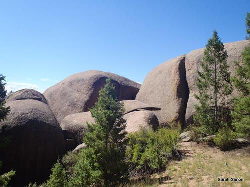 Large granite boulders en route