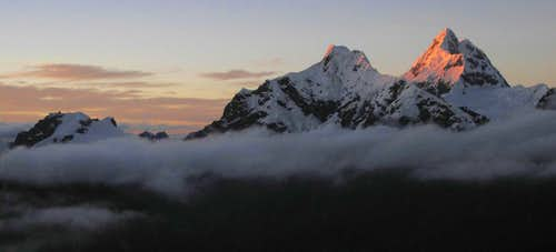 Sunrise on the southern Cordillera Blanca