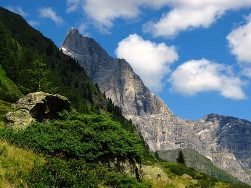 The dolomitic shape of Tribulaun