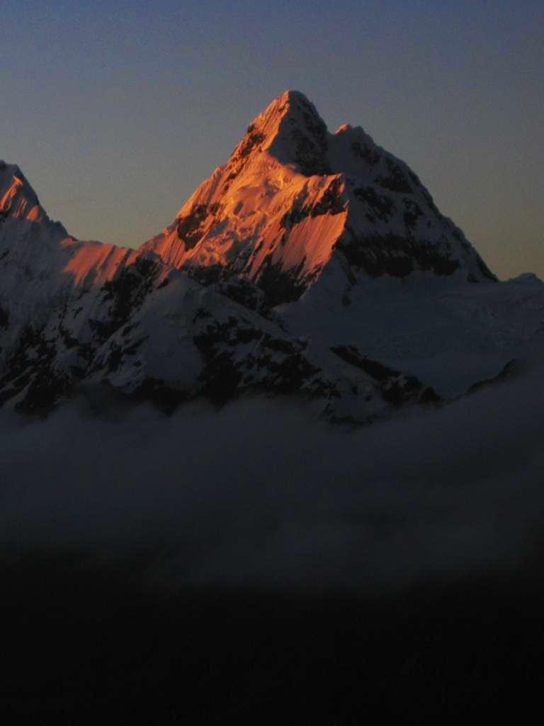 Sunrise on Nevado Huantsan