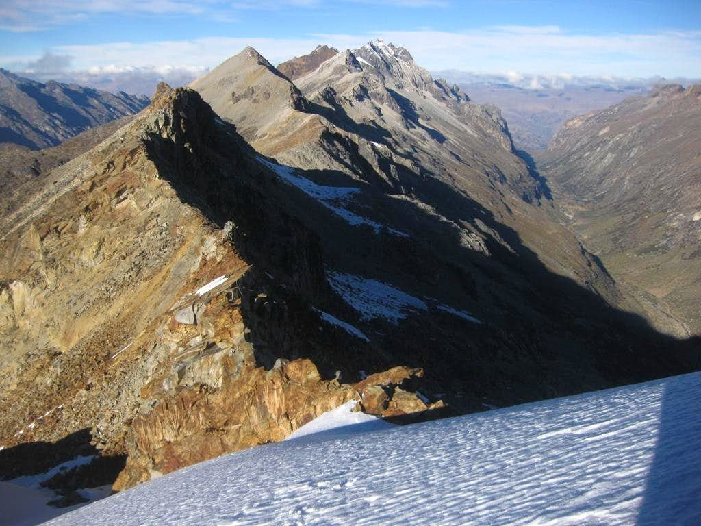 Looking down the long southwest ridge from Jatunmontepuncu (5415m)