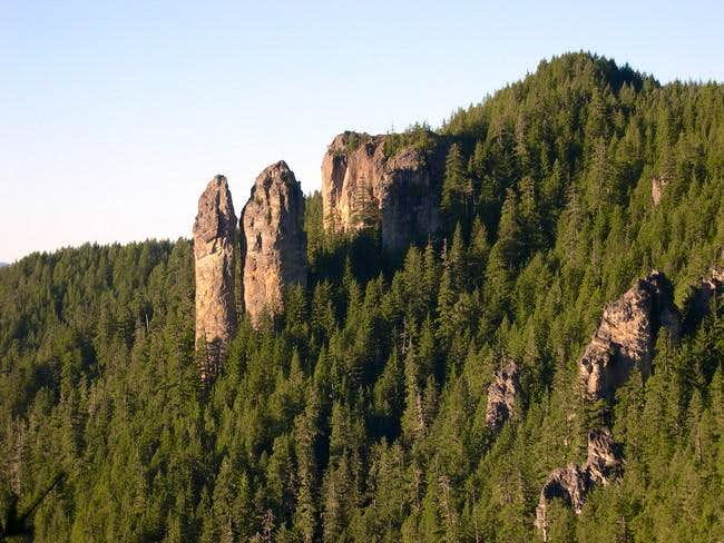 Rooster Rock (from summitpost.org)