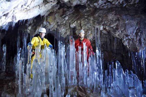 Yakhmorad Cave