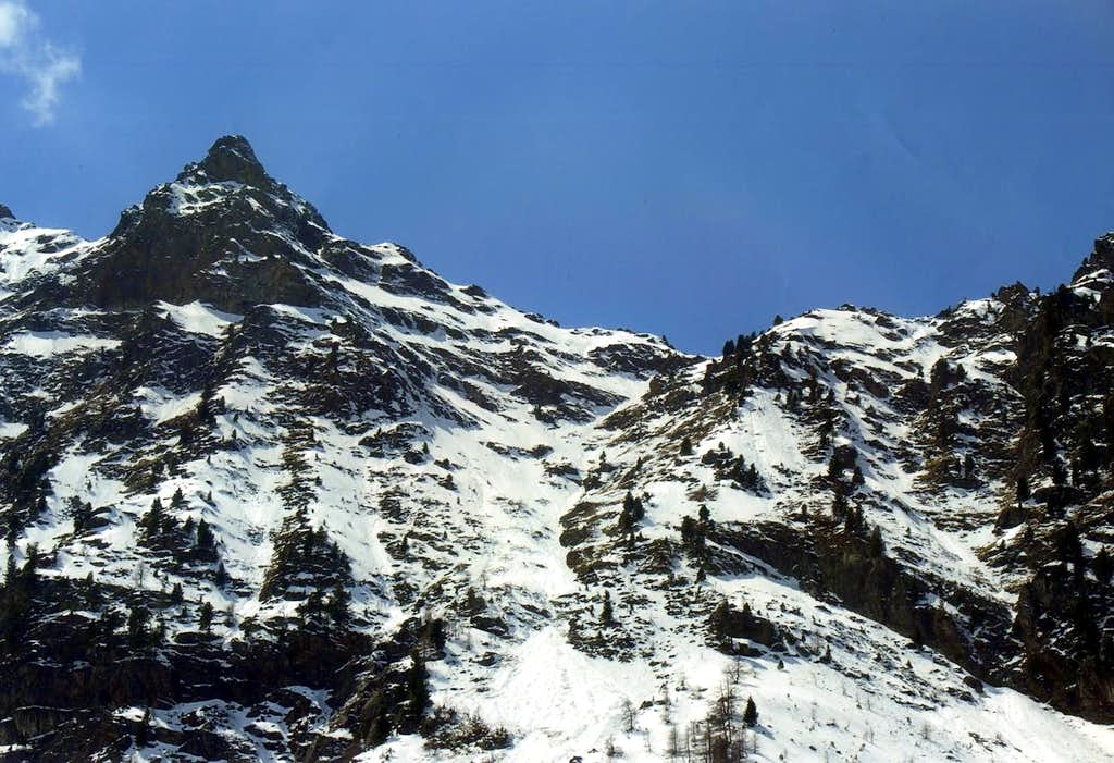 Avalanche of 500 metres from Becca's Tooth to Arpisson Alp May 11th, 2006 hours 11 '40