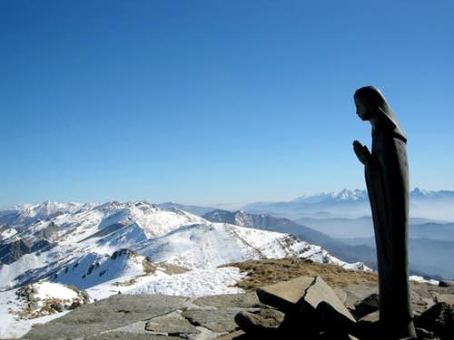 A Mary\'s statue on Monte Marmagna