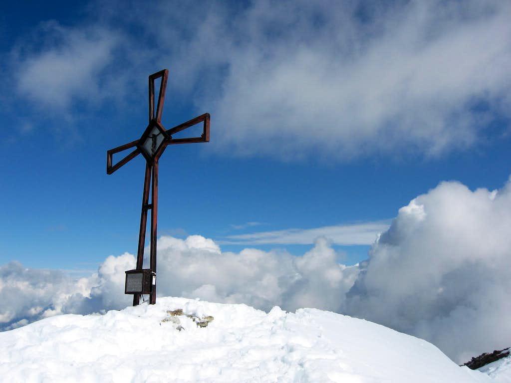 An iron cross on Schneebiger Noch - Vedrette di Ries