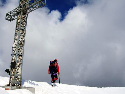 Tofana di Rozes summit cross