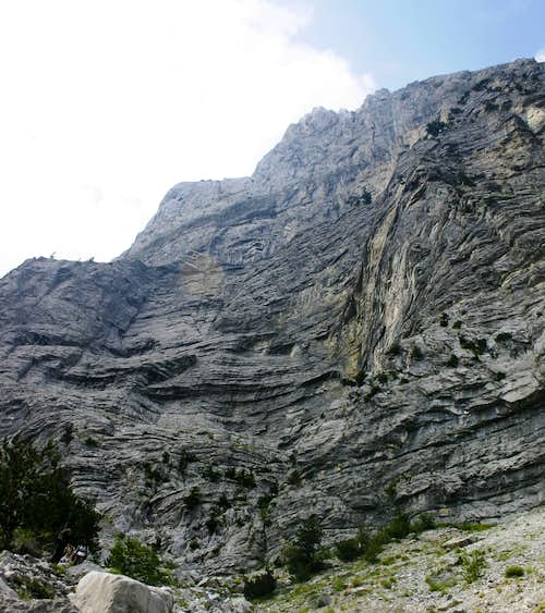 Arapit South Face from base of wall