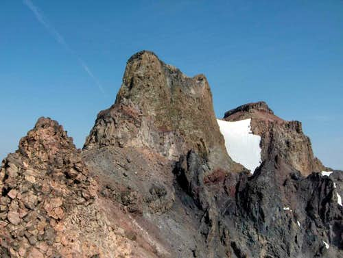 The last few obstacles to North Sister\'s summit.