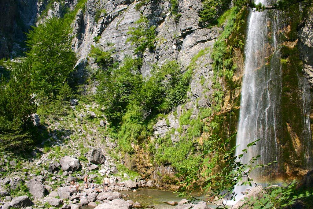 Thehi Falls