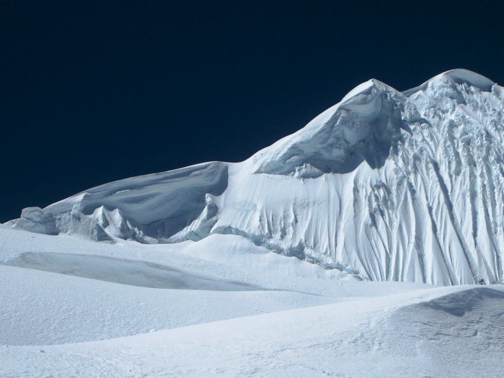 The start of the NW ridge of Tocllaraju: looks a bit tricky to me!