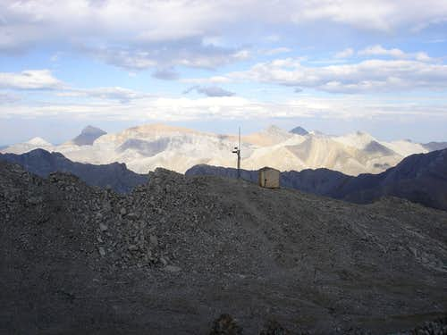 Antenna and Hut on first summit