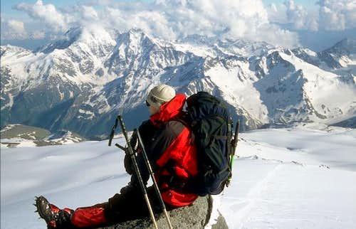 Looking at Kaukaz Panorama...