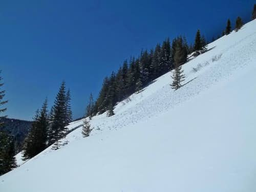 Avalanche zone on the way up