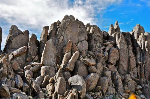 Schmaltz Rock, 5.7-10b