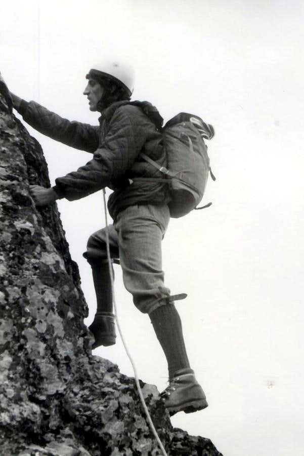 Skipping on N-NE Great Crest 1969