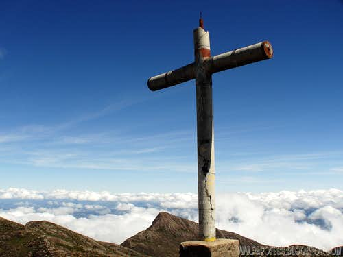 Summit cross and on the back, Cristal Peak