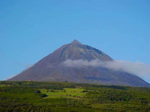 Montanha do Pico (2351 m)...