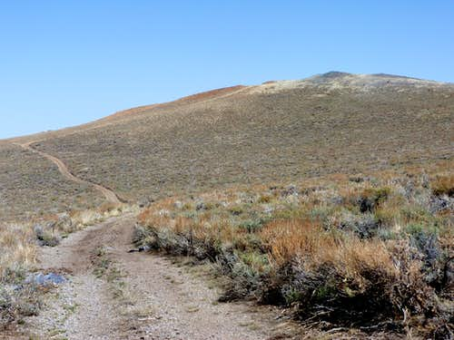 The road up to the lower summit on the Bald Mountain Plateau
