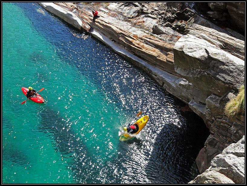Jump in Verzasca