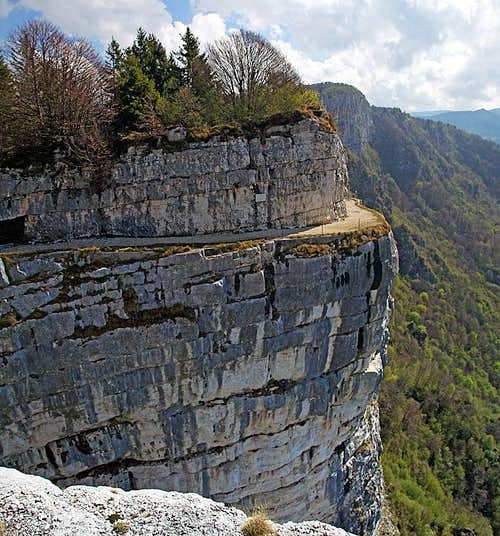 On the ledges of Monte Cengio