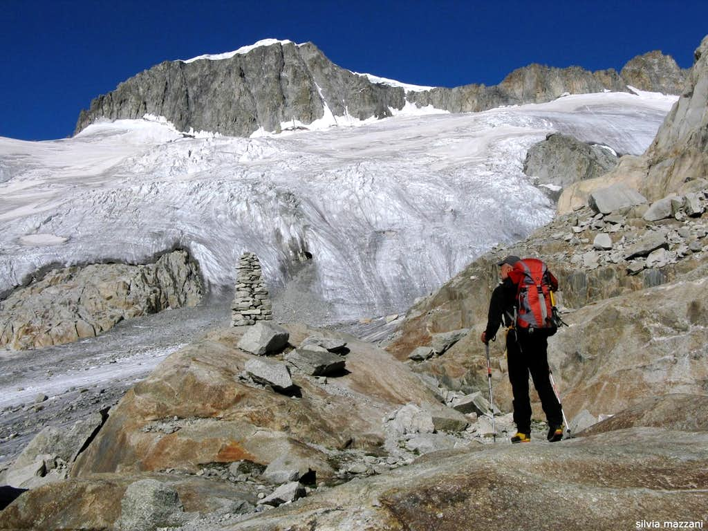 The approach's trail to Tiefengletscher