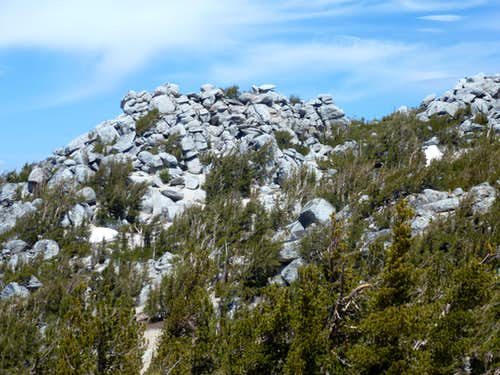 Rocky summits in the vicinity of Monument Peak