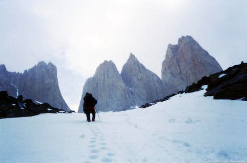 Torres del Paine: carrying the gear on the snow-gully