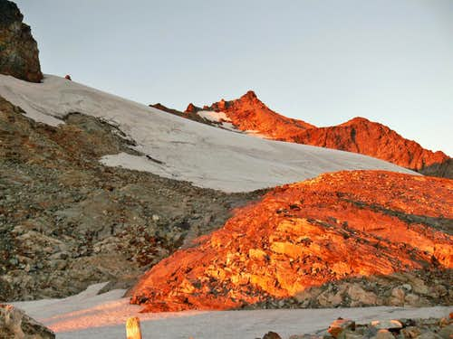 Alpenglow on Sahale