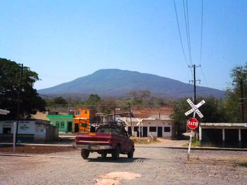 The railroad track with Volcán de Tequila in the background.