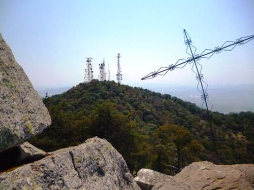 View from the summit towards the crater rim with the antenna's.