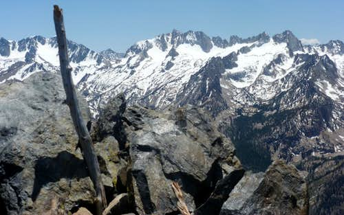 View south to the Sawtooth Ridge and Matterhorn Peak from Robinson Peak.