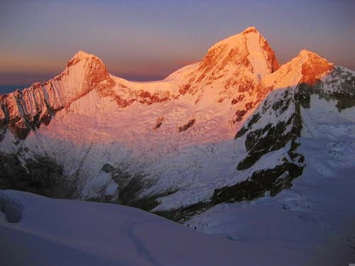 Sunrise on Huandoy