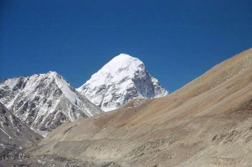 Pumori from Tibet May 2004
