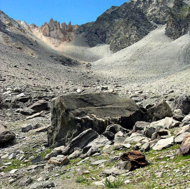 Colle di Belleface 3099 m, between La Grivola <i>3969m</i> and Gran Nomenon <i>3488m</i>