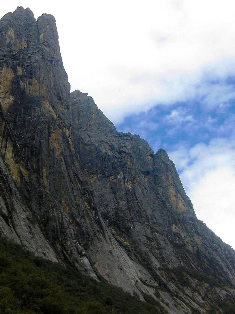 A closer view of the steep walls of Quebrada Rurec