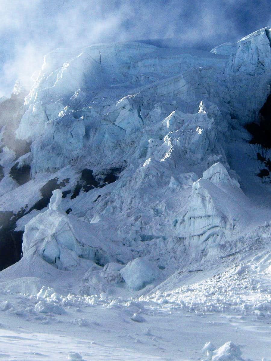 The ice fall on the NW face of Uruashraju