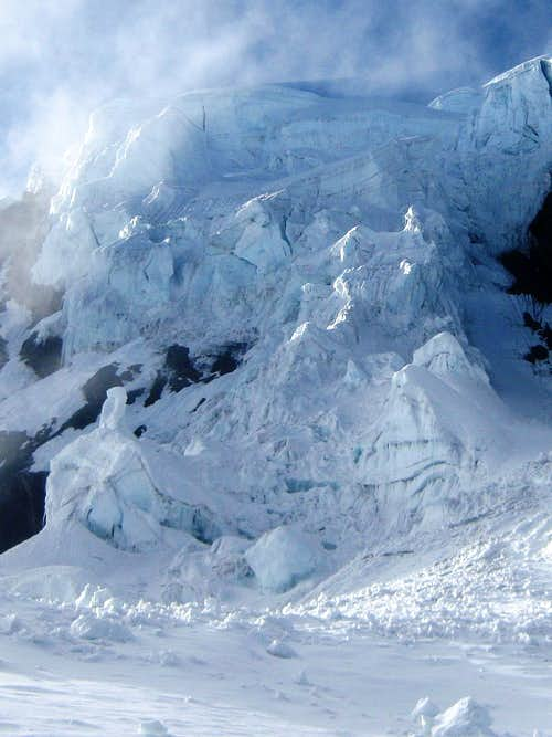 The ice fall on the NW face of Uruashraju