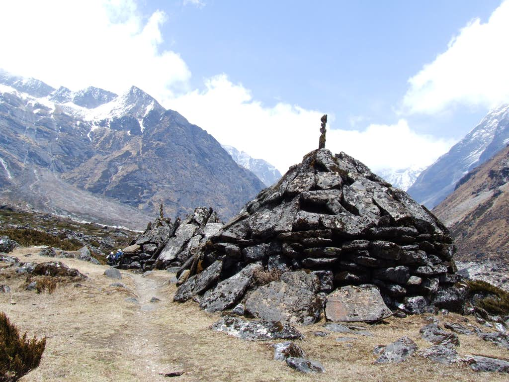 Chortens on the path to Tangnag