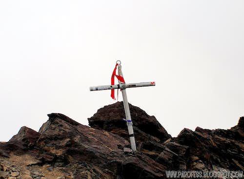 Adoldo Calle summit cross
