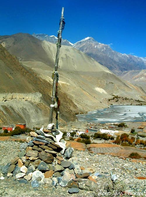 Annapurna trail - Flag-pole near Kasbeni, Kali Gandaki