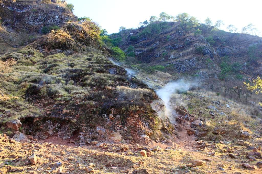 Fumerolas inside the main caldera.