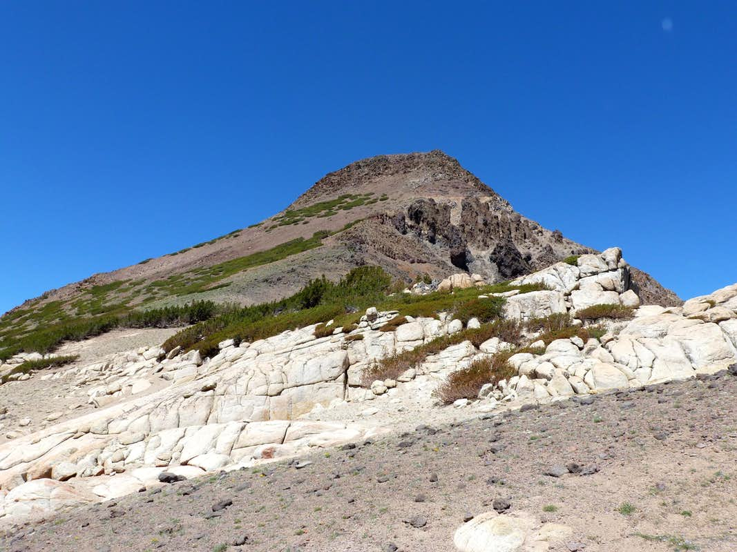 Final stretch up Stanislaus.  Around the white rock, and up the scree