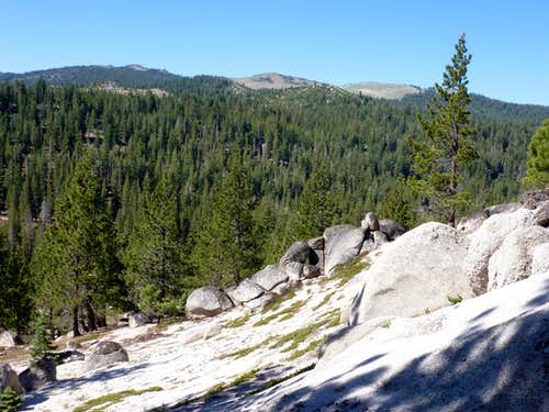View down the rocks towards Snow Valley Peak 9,214\'