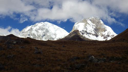 Huascaran Norte and Sur from trail to Pisco base camp