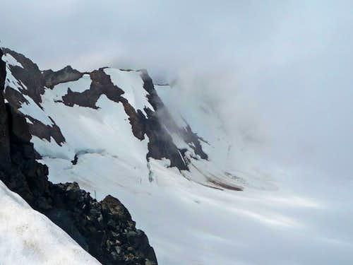 Nohokomeen Glacier covered in Clouds